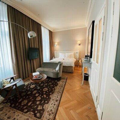 Managing Hotel Capacity Constraints